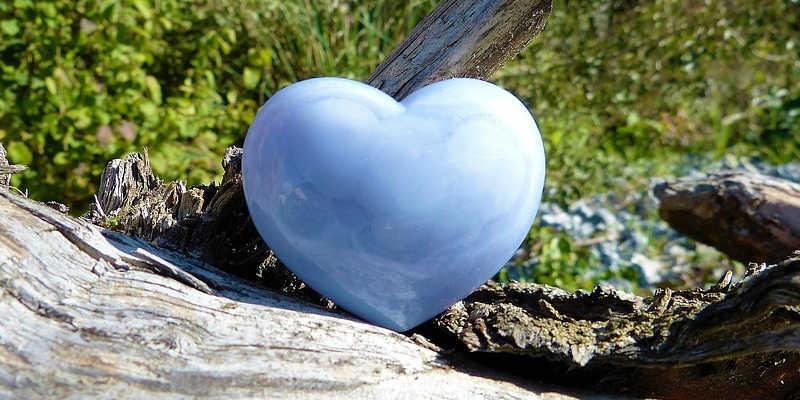 Calcedonia azul en forma de corazón calzedonia piedra mineral